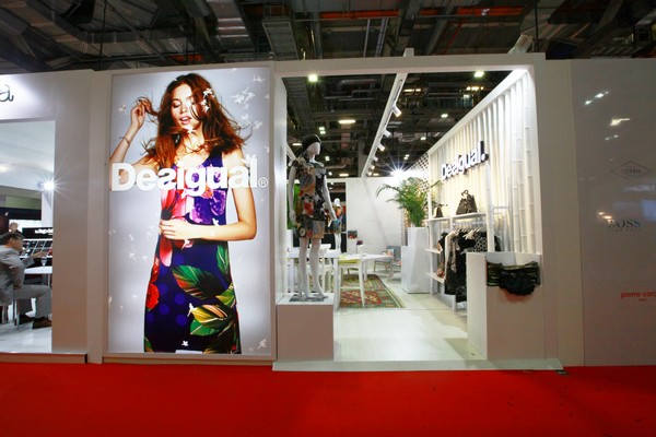 Exhibition Booth Design Singapore : Desigual booth tfwa essential werkz